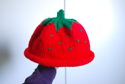 FREE STRAWBERRY BABY HAT KNITTING PATTERN   KNITTING PATTERN