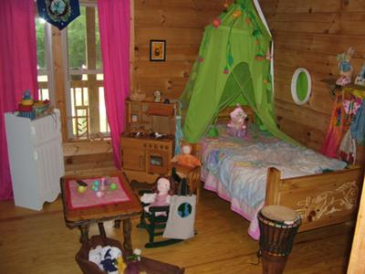 Beautiful bedroom w/ natural playthings